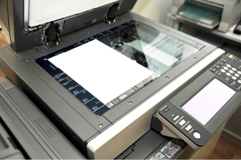 Máy photoocpy còn chức năng đập ghim và được lo